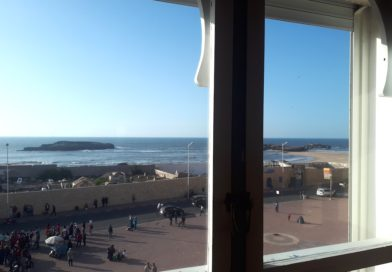 Appartement en vente a quelques pats de la medina avec vue sur mer