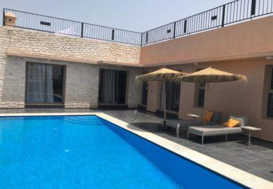 Villa moderne avec piscine et un beau jardin